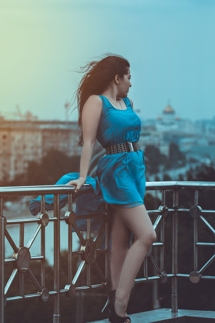 girl-in-blue-dress-1390842_1280