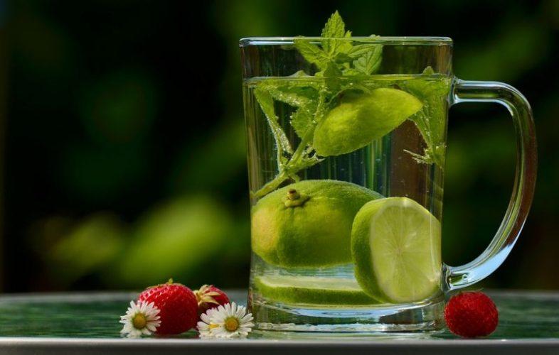 Zlepšete si náladu jarním bylinkovým nápojem!