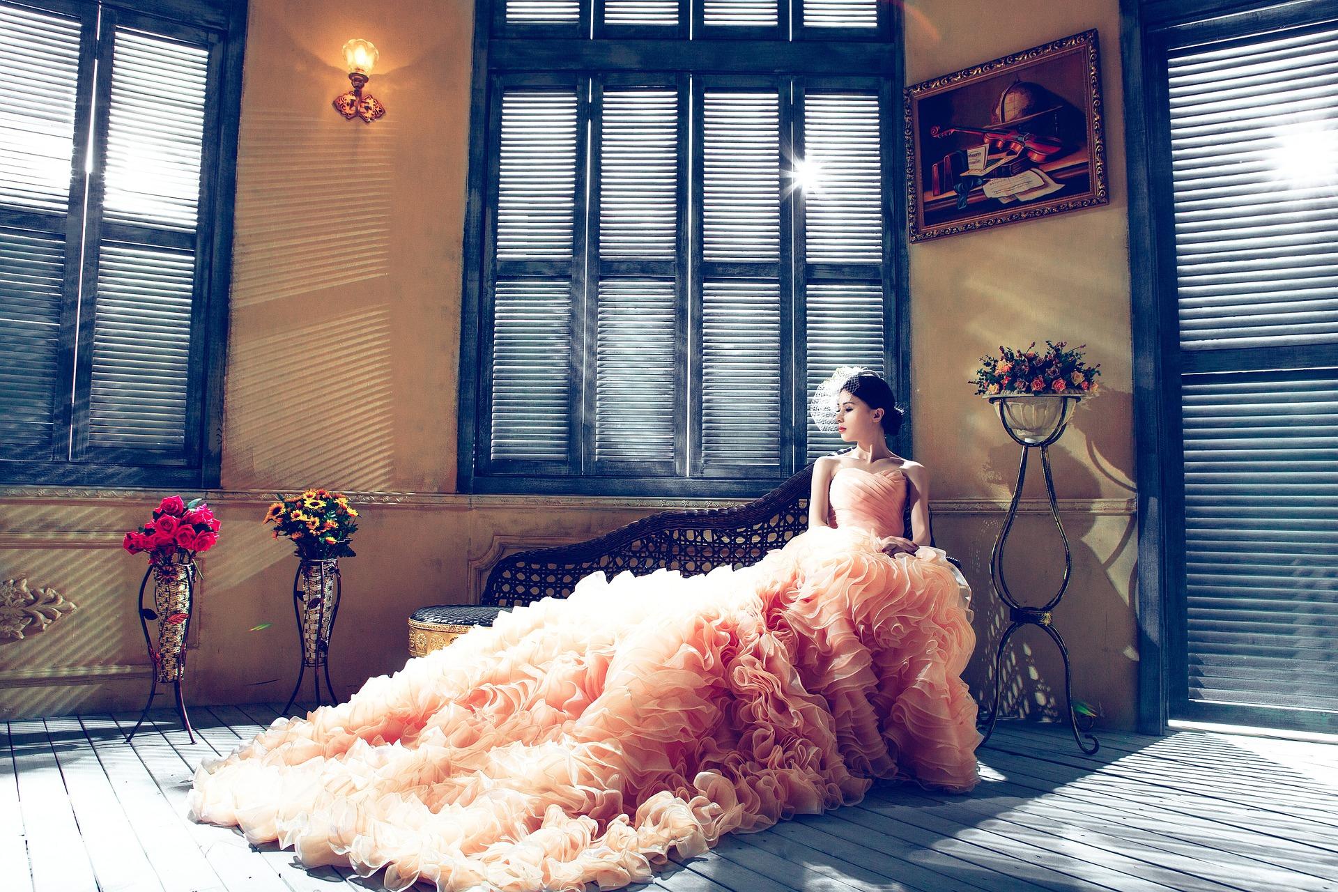 wedding-dresses-1486004_1920