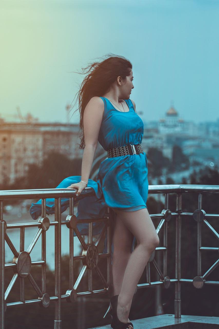 girl-in-blue-dress-1390842_1280