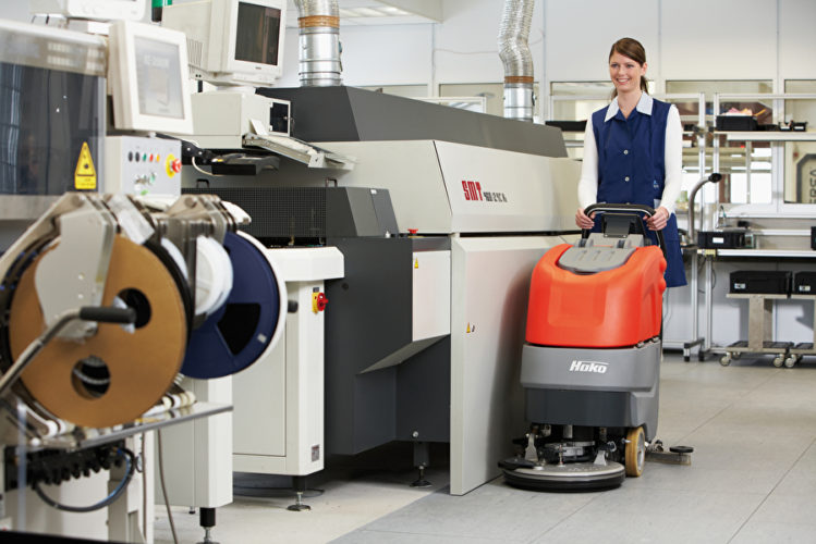 Podlahové mycí stroje Hakomatic usnadní úklidové četě práci