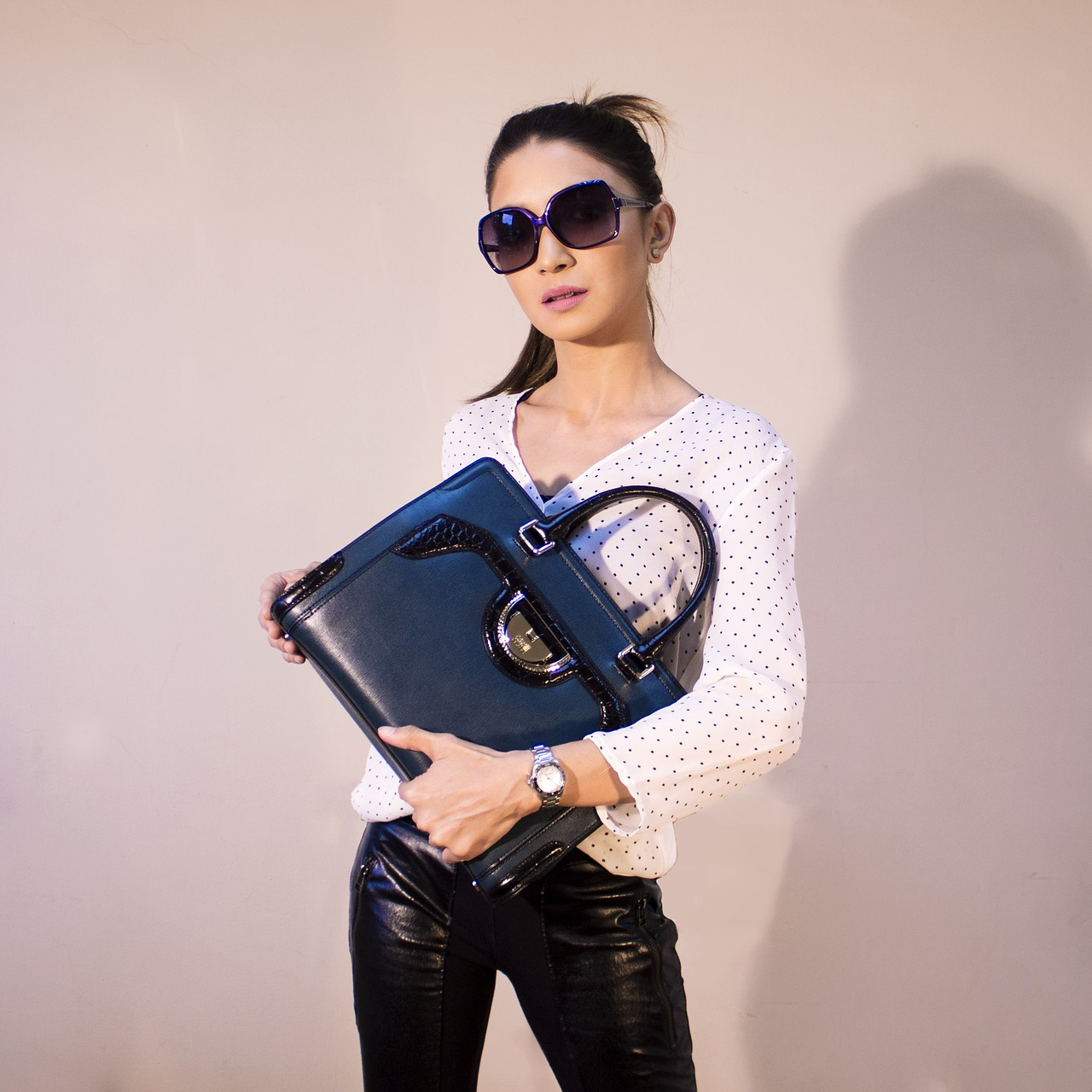handbags-2251083_1280