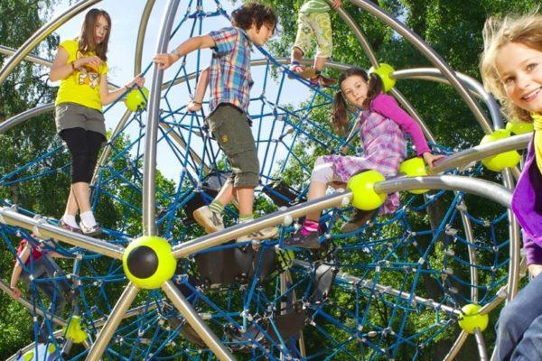 Ve městě by nemělo chybět dětské hřiště