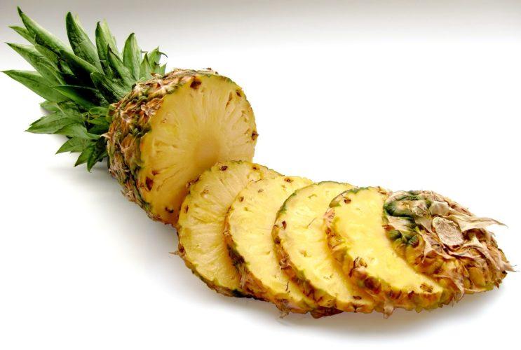 Chytrá žena ví, co připravit z ananasu
